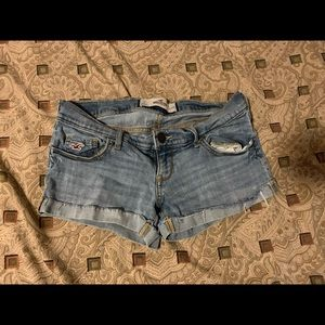 Hollister Jeans Shorts: 7 W28